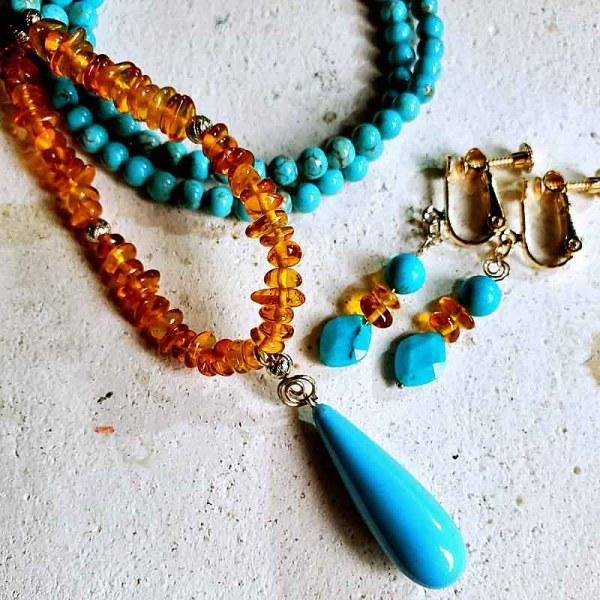 ターコイズと琥珀のネックレスとイヤリング