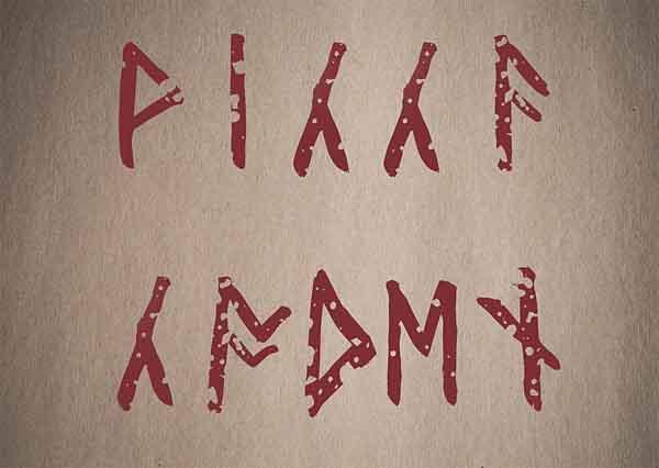 トリプルムーンペンダントに書かれた文字