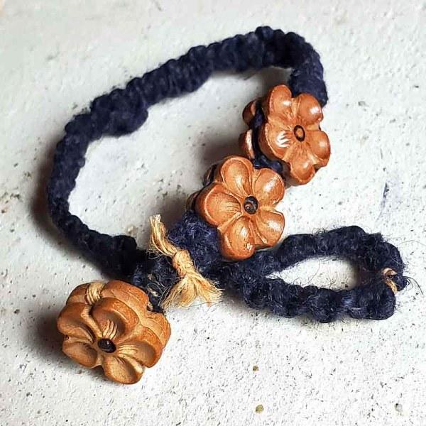 インディゴ染めヘンプの編み込みブレスレット