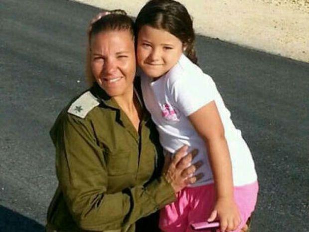 Подполковник Ошрат Бахар с дочерью