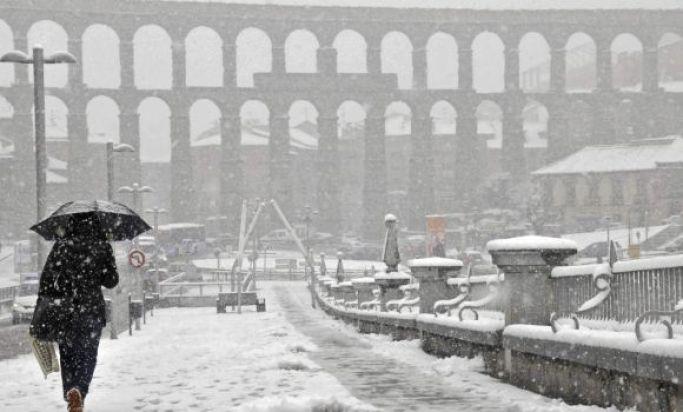 SEGOVIA AQUEDUCT SNOW