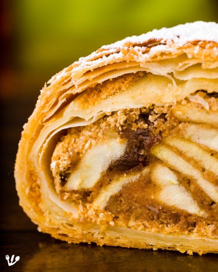 Classic Viennese Apple Strudel – The Secrets to Easy, Crispy Wiener Strudel and its Innuendos (recipe & video) #apfelstrudel