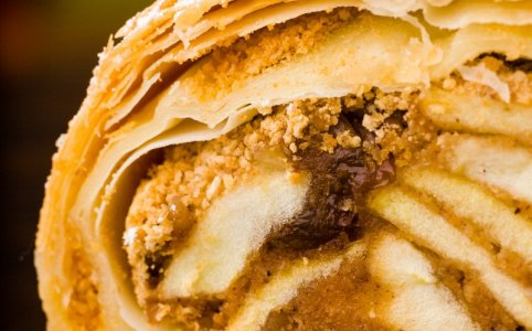 Classic Viennese Apple Strudel – The Secrets to Easy, Crispy Wiener Strudel and its Innuendos (recipe & video) #apfelstrudel