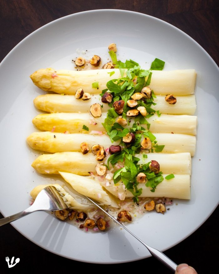 Freud's Asparagus, the Vegan Wiener – Two Recipes: White French with Hazelnuts and Light Vinaigrette & Sautéed Green Italian with Olives and Lime (Recipe) #VoluptuousVegan #FeministFood