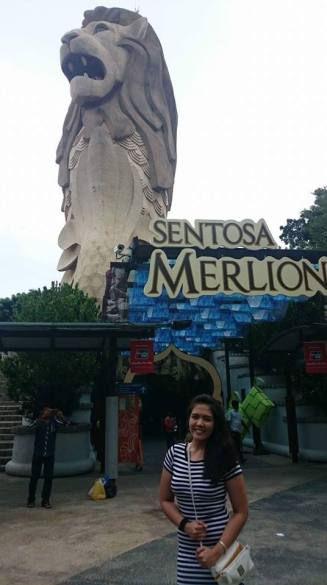 And just a little more walking and you'll end up in the Sentosa Merlion statue. It's not the same as the original merlion statue but it sure is ginormous.
