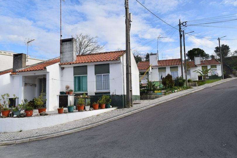 AVISO - Concurso de Habitação Social para Arrendamento de um Fogo de Tipologia T1, no Bairro Anastácio Gonçalves, em Alcanena - Câmara Municipal de Alcanena