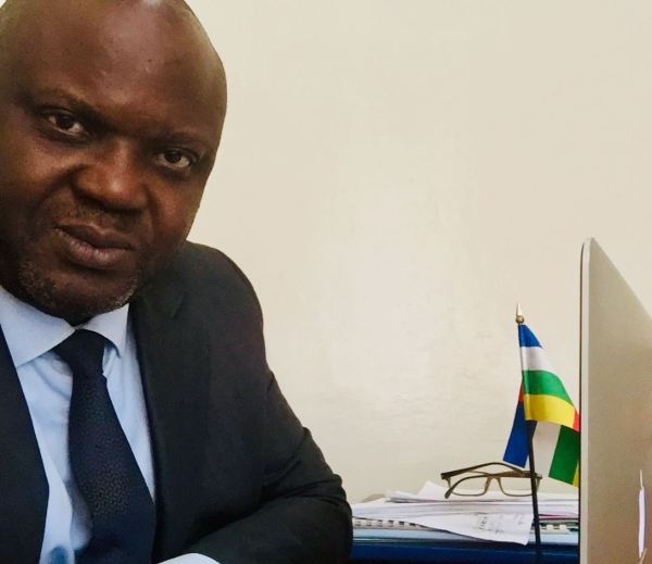 CENTRAFRIQUE – Initiative de révision anticonstitutionnelle : le Citoyen Akandji-Kombé en appelle à la Cour constitutionnelle [démarche en date du 14 avril]