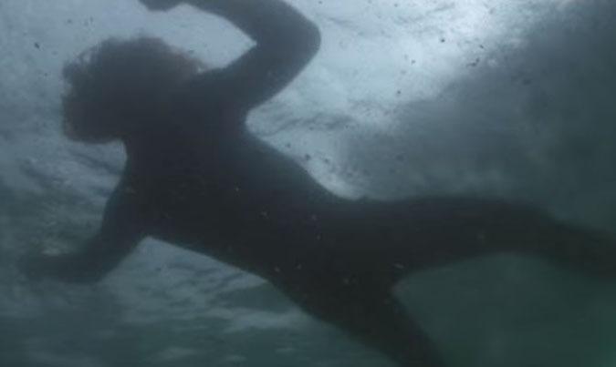 Publicité Evian des bébés sauvent un surfeur de la noyade marketing