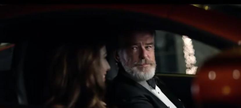 You are currently viewing Le Web ridiculise cette publicité mettant en vedette Pierce Brosnan