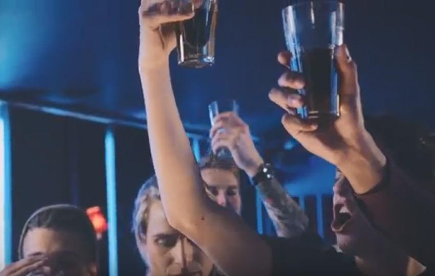You are currently viewing Est-ce que l'alcool rend les hommes plus attirants?