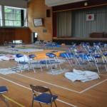 帰還困難区域の中学校体育館。震災直後、第一次避難所として使用された。住民の寝具、マットレスなどそのまま放置された状態だ。2016年5月25日