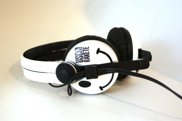 White Sennehsier HD25 with Logo image on the earcup-2800