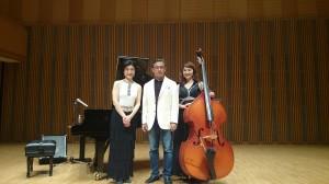 小川理子(pf)、中村尚美(b)とリハーサル後の記念撮影