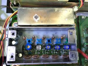 交換した10pFトリマー(c3)と取り外したトリマー(上)