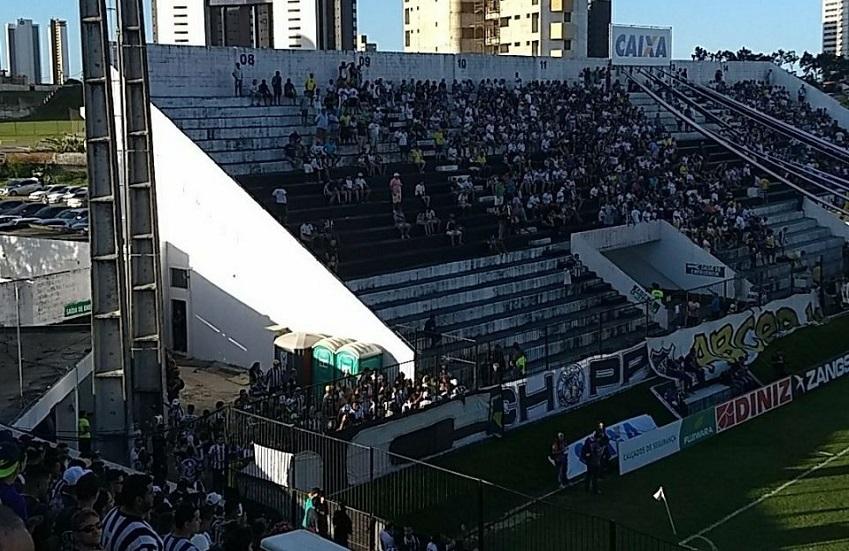 Torcida do ABC cede arquibancada para o Ceará e torcedores dão um show de respeito no futebol