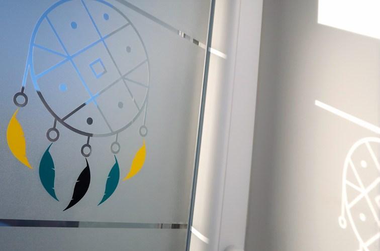 010 copie1aStickers décoratif pour fenêtre motif dreamcatcher jaune, bleu et noir