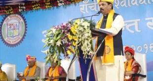 डिग्रीधारी को नौकरी न देने वाले मुख्यमंत्री कहते हैं कि वे हर कदम छात्रों के साथ हैं!