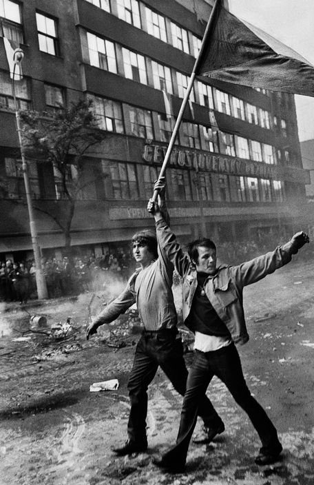 "Josef Koudelka, ""CZECHOSLOVAKIA. Prague. August 1968. Invasion by Warsaw Pact troops. Near the Radio headquarters."""