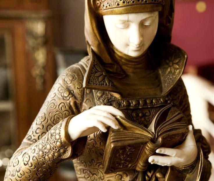 7d2418921f938cdea3a39d1afb8073f4--woman-reading-ernest