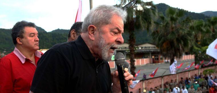Lula chega à sede do PT para entrevista coletiva; confira ao vivo