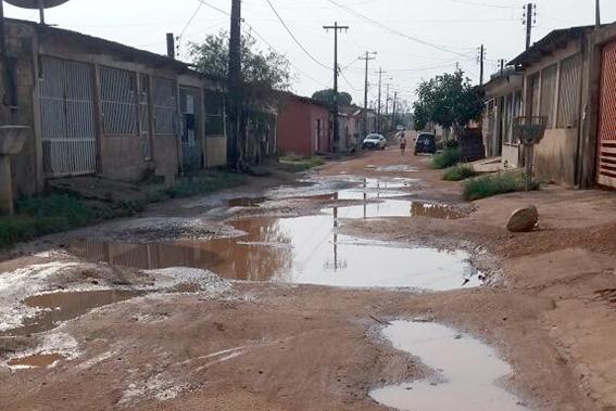 Deputado Jesuíno indica asfaltamento em rua do Bairro Castanheira