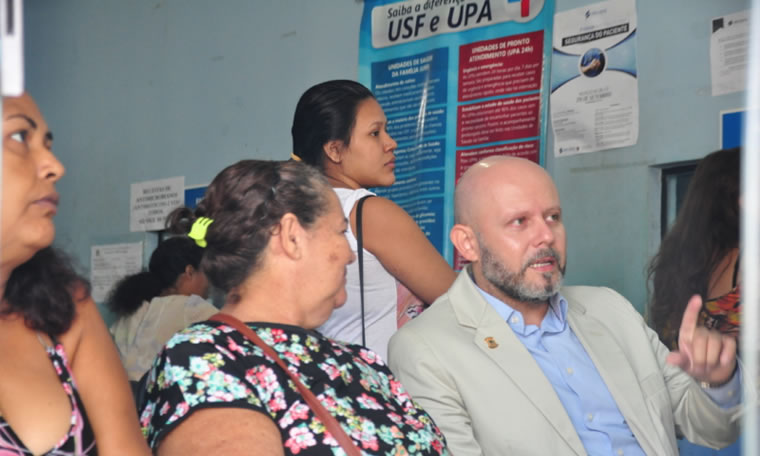 SAÚDE: Aleks Palitot visita unidades municipais