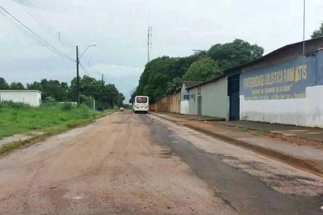 Marcio Pacele agradece serviço de tapa-buracos no Terminal de Integração do Tancredo Neves