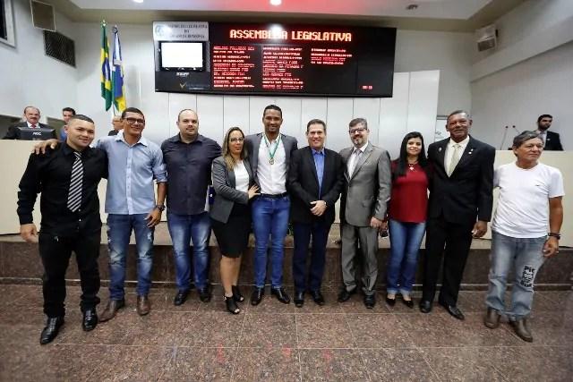 Maurão de Carvalho preside sessão solene para homenagear Lourival Júnior