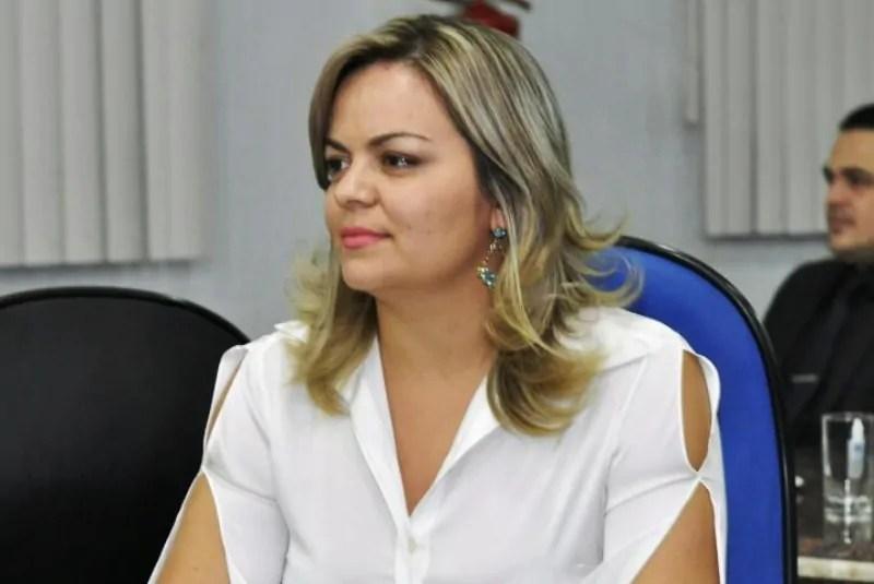 DEDICAÇÃO – Comunidade agradece vereadora Ada Dantas por ação no bairro Castanheira