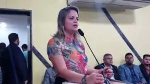 """TÁ VOANDO – """"Menos voo e mais pé no chão"""", cobra vereadora Ada Dantas de prefeito Hildon Chaves"""