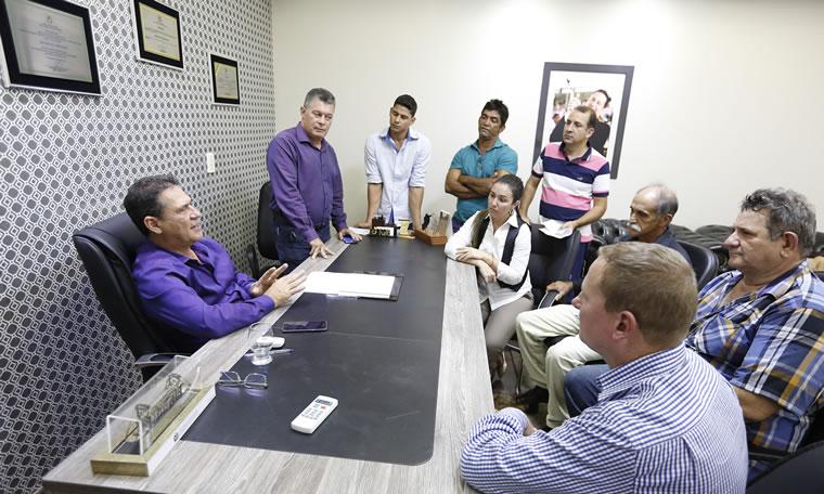 Maurão de Carvalho e Edson Martins recebem comitiva da Câmara de Chupinguaia