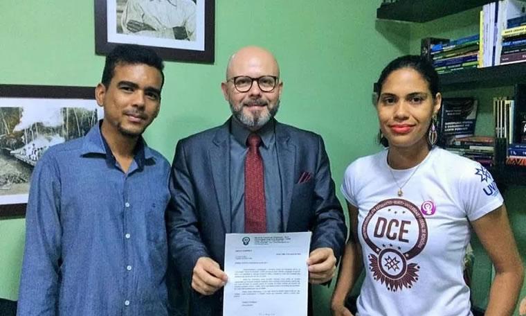 TRANSPORTE PÚBLICO: Aleks Palitot apresenta projeto que beneficia alunos da UNIR