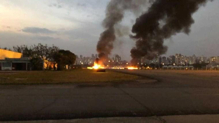 Avião cai e explode em São Paulo