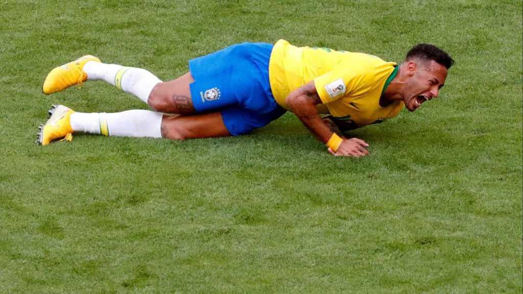 Fizeram as contas: Neymar passou 14 minutos caído no gramado