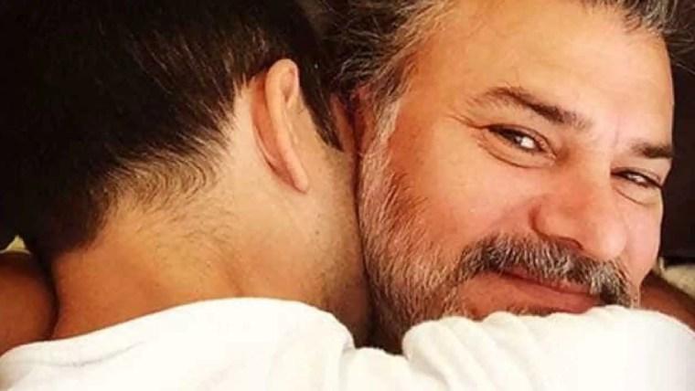 Leonardo Vieira e companheiro se casam e mostram aliança; veja foto