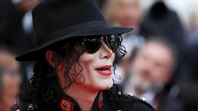 Médico diz que Michael Jackson foi castrado pelo pai