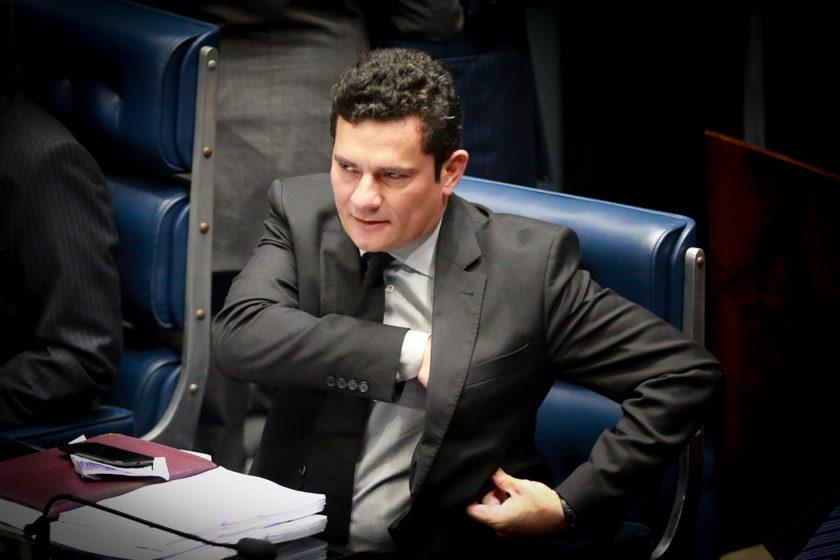 Sérgio Moro suspende decisão do TRF-4 que mandou soltar Lula