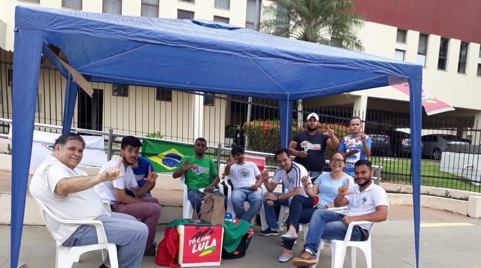 NA CAPITAL – Manifestantes pró-Lula realizam greve de fome em frente ao TRE/RO