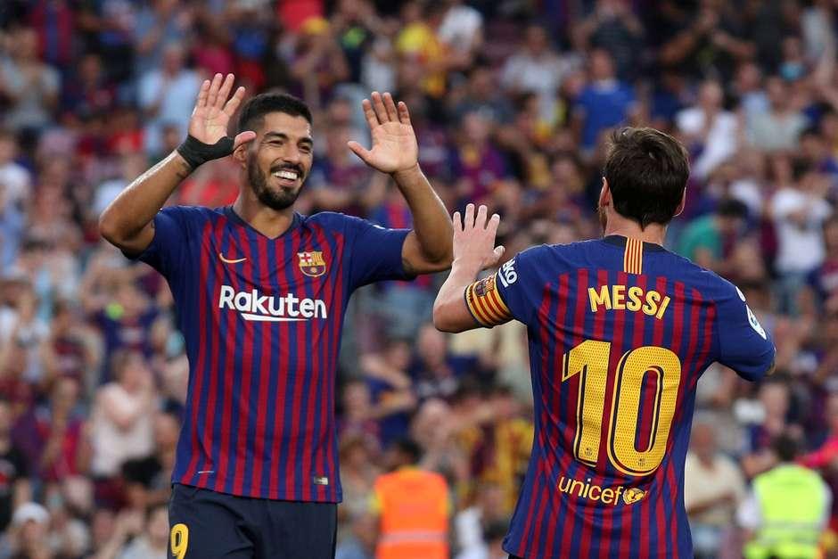 Messi e Suárez dão show e Barça faz 8 a 2 no Huesca