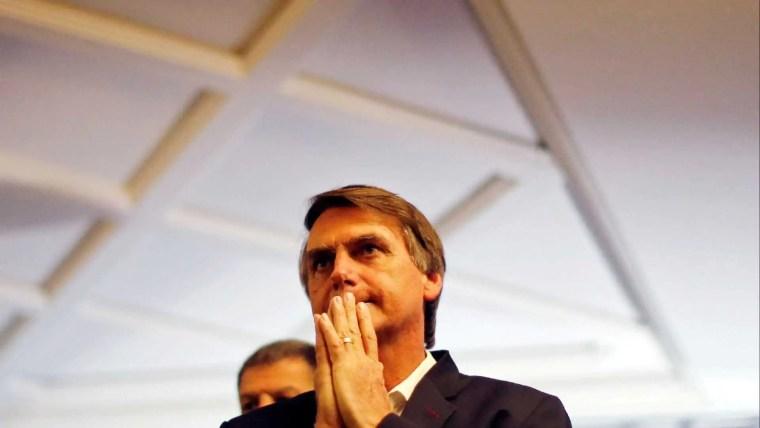 Bolsonaro continua na unidade semi-intensiva, com quadro estável
