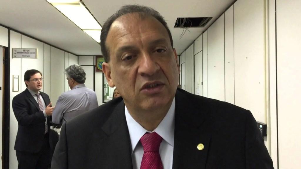 ELEIÇÕES – Ficha suja, Nilton Capixaba deixa disputa ao Congresso e deve colocar esposa no pleito
