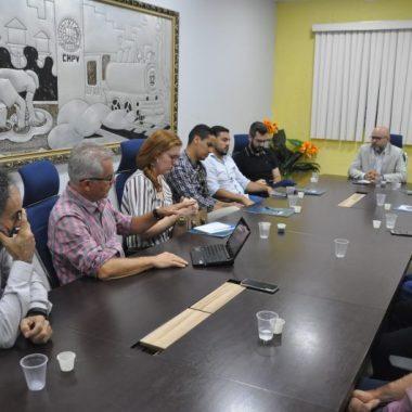 Transporte escolar da capital: Aleks Palitot busca solução