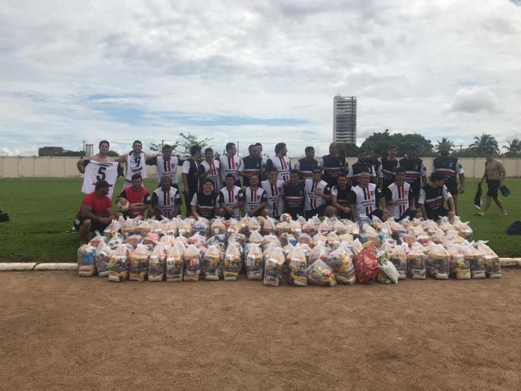 Dr Gilber Mercês e Dr Samuel Martins realizam futebol solidário e arrecadam alimentos à famílias carentes