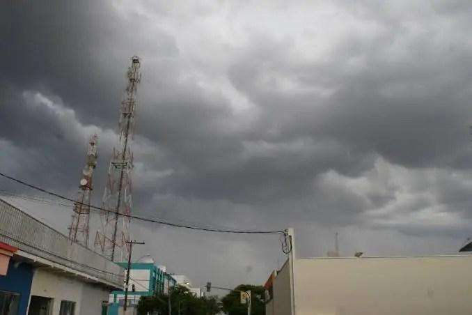 TEMPO – Previsão do Sipam aponta terça-feira chuvosa em todo estado
