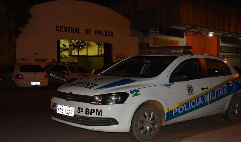 DESCONTROLADO – Veículo ocupado por três pessoas bateu violentamente em muro de igreja