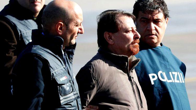 Battisti chega a Roma após quase 40 anos foragido da Justiça
