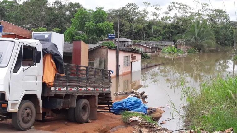 Mais de 25 famílias ficam desabrigadas por cheia do rio Jamari, em RO