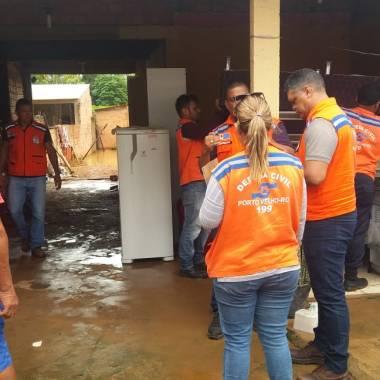 COMEÇOU – Rio Madeira se aproxima dos 17 metros e desabriga famílias na capital