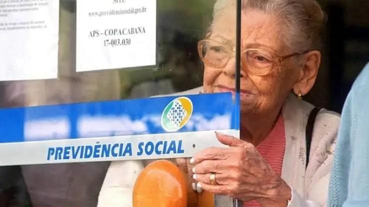 PREVIDÊNCIA – Governo propõe idade mínima de 65 anos para homens e 62 para mulheres