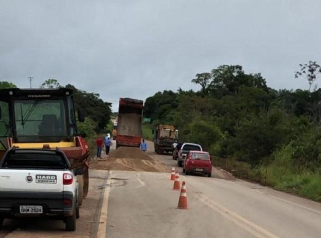 CHEIA – DNIT faz alteamento de ponto alagado na cabeceira da ponte sobre o Rio Madeira